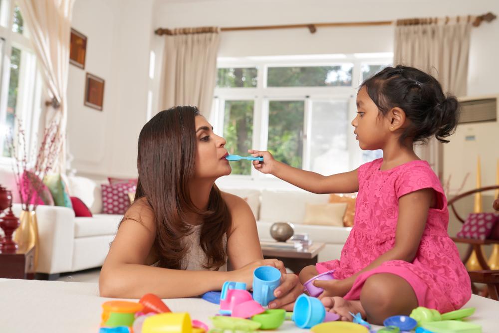 Por qué el juego simbólico y de imitación es importante en el desarrollo cognitivo de un niño